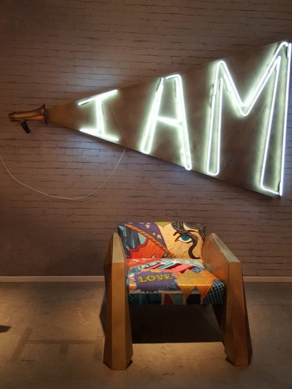 Vick Vanlian, Design Days Dubai, I am, neon light, neon sign, DesignFix, design fix